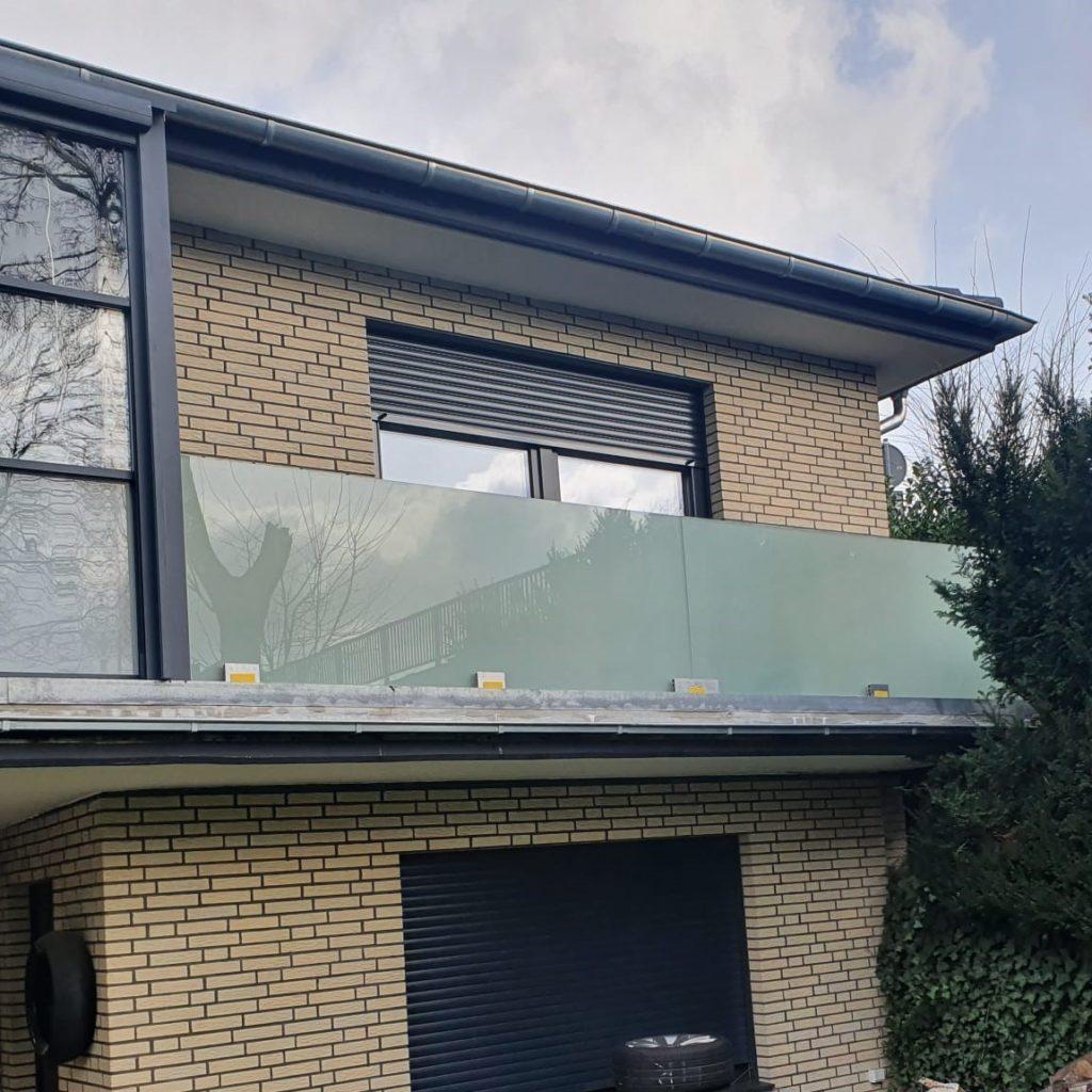 Geländer - Milchglas - Glas - Balkon - Terrasse